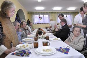 kolacja-wigilijna-w-dabrowskim-hospicjum-i-domu-pomocy-spolecznej-im-sw-brata-alberta-2014-50
